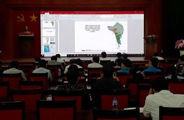 Quan cảnh buổi Sở Xây dựng cùng UBND huyện Phú Quốc lấy ý kiến góp ý điều chỉnh quy hoạch chung đảo Phú Quốc