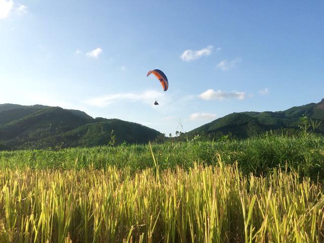 Nhảy dù ở Hoành Bồ (Quảng Ninh)