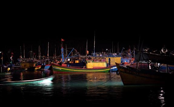 Nhiều tàu đánh bắt xa bờ vẫn ở lại cùng người dân trên đảo đón Tết.