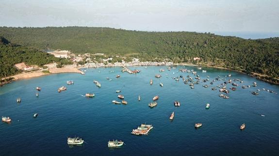 Rừng xanh trên đảo là niềm tự hào của quân và dân xã Thổ Châu, rừng nơi đây luôn được bảo tồn và phát triển.