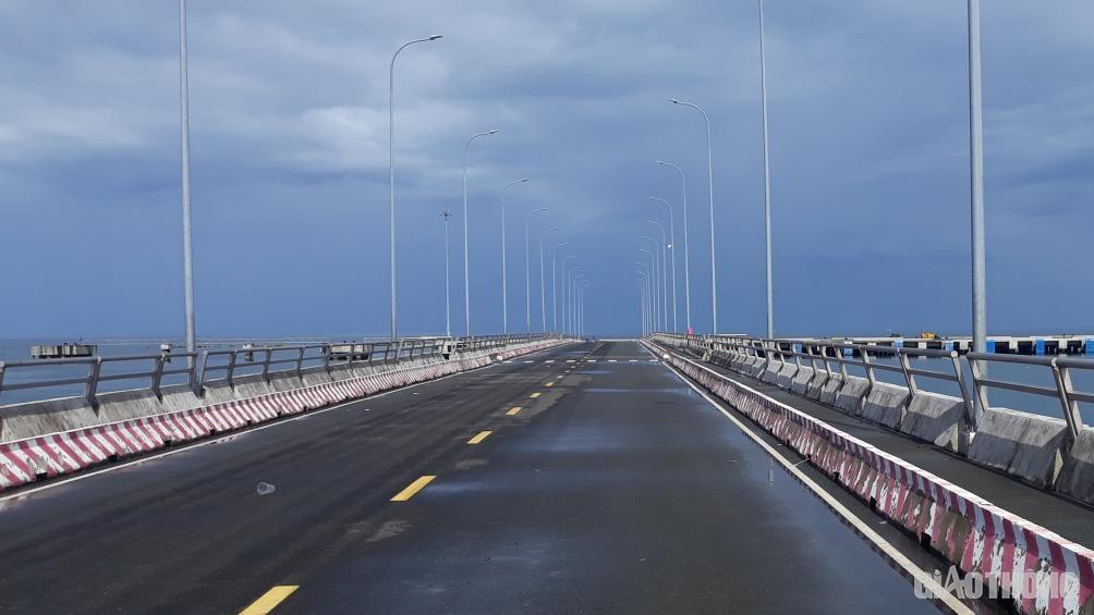 Cảng hành khách quốc tế có vốn đầu tư hơn 1.000 tỷ đồng tại thị trấn Dương Đông (đang hình thành giai đoạn 1), là một trong những dự án trọng điểm thu hút tàu khách du lịch quốc tế đến Phú Quốc trong tương lai