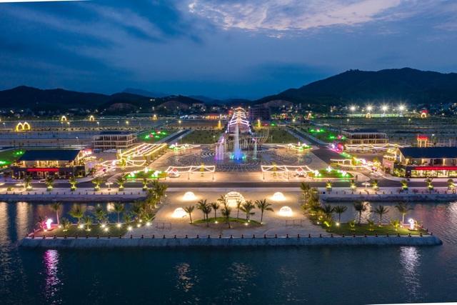 """Khu đô thị Phương Đông được ví như """"thành phố không ngủ"""", biểu tượng giải trí về đêm mới ở Quảng Ninh"""